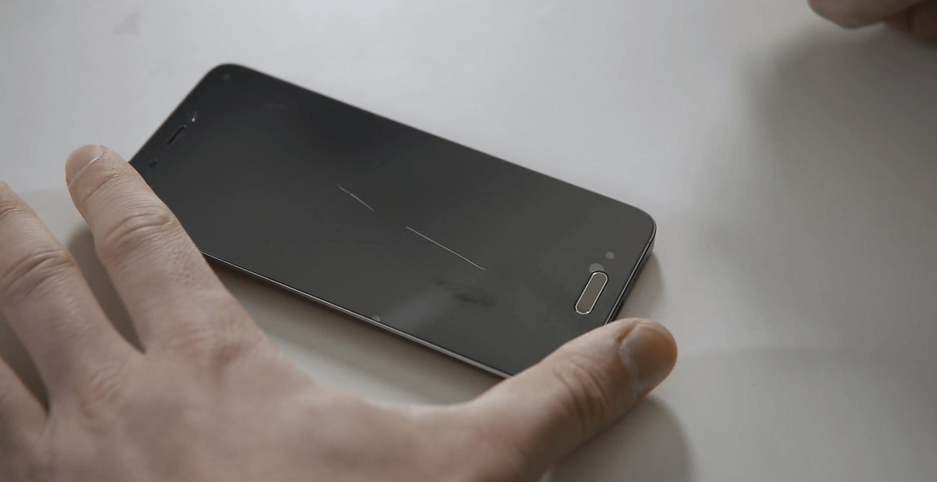 Нужны ли защитное стекло и защитная пленка на смартфон